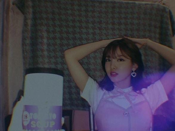 如果你還在用粉色調的App,那可就跟不上韓國流行啦!最近連韓星都在瘋迷的就是這種復古相機模式的App啊!