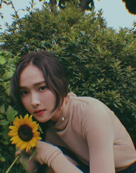 這款真的在韓國明星圈掀起一股熱潮,除了Twice常常使用之外,Jessica也曾使用它來拍出這種唯美的照片。