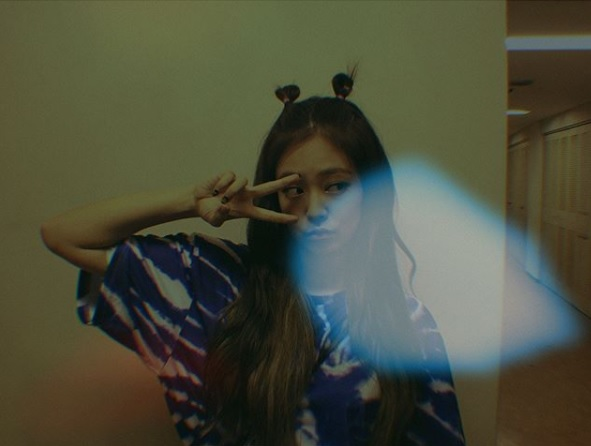 當然同團的也不能放過啦!Jennie也曾在IG上傳使用這個特效所拍出來的照片。