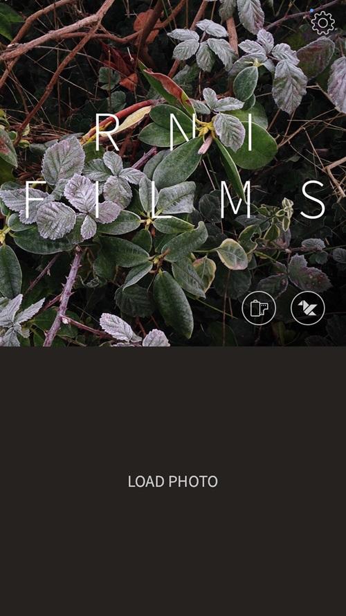 首先下載好App之後,選擇中間的「LOAD PHOTO」。