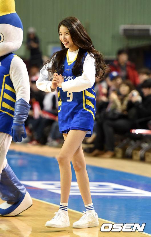 Sowon腿真的過細!!!!快被吹走了~~ 多吃點啊!!!