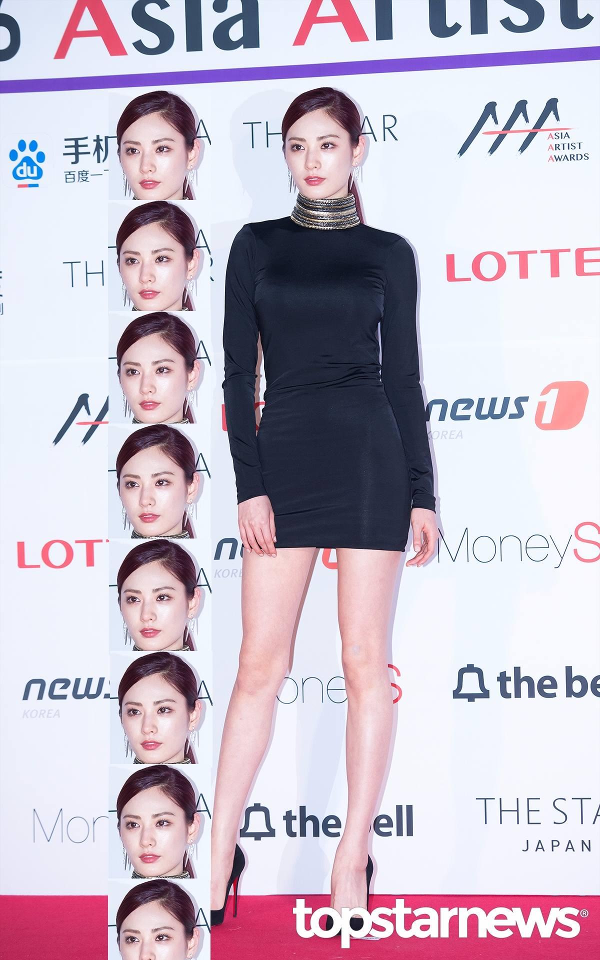 Nana去年獲得世界最美臉孔第3名,雖然不是冠軍依舊超威啊!性感和冷豔的氣息~~~ Nana身高有171公分,頭部比例小更是凸顯她身材比例好的關鍵阿