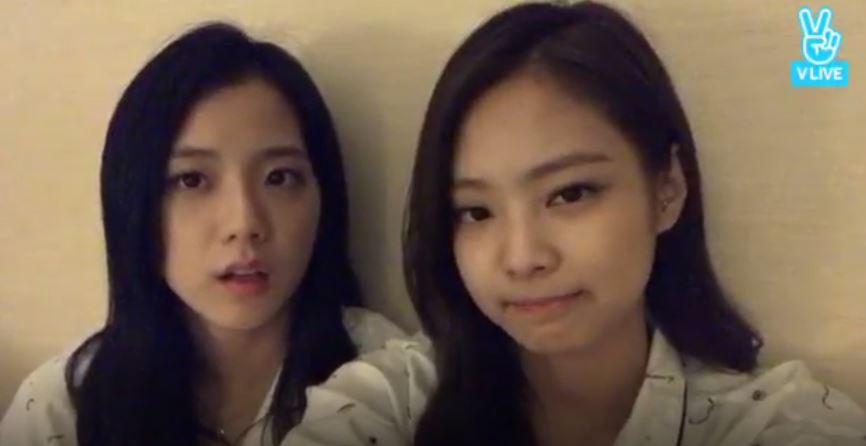 由於海外的粉絲聽不懂韓文的關係,Jennie還很貼心的翻成英文念給粉絲聽,Jisoo也粉絲被拱說英文但看的出她說英文時會有點害羞...