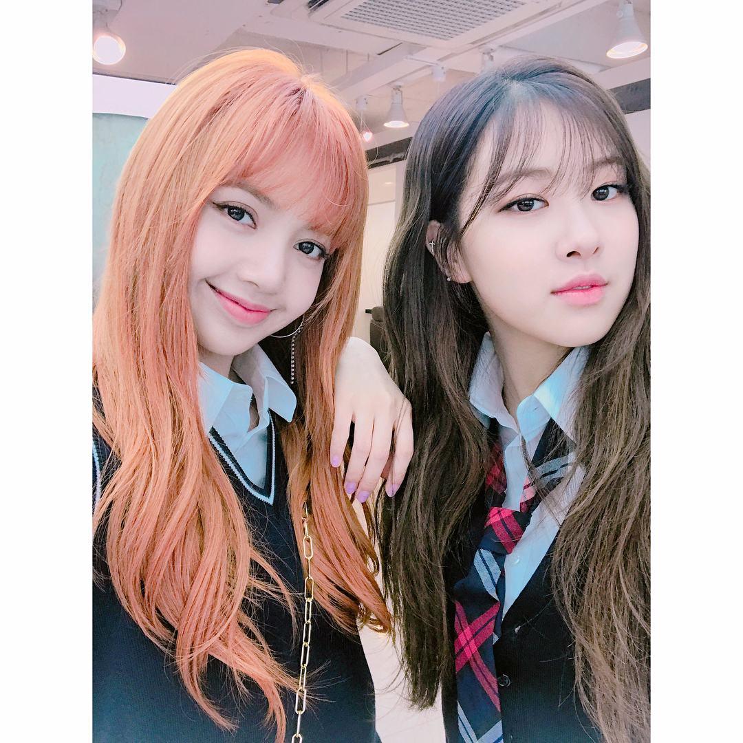 由於Jennie和Rosé都是國外待過的關係,想當然英文發音會比較標準,但其實Jisoo的英文也還不錯,只是平常沒什麼機會開口說,所以才會顯得有點害羞啦(羞)♥