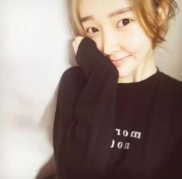 女團T-ara的前成員雅凜,因為精神壓力而退出T-ara的她,確定會參與《The Unit》。 出道經歷:曾在2012年作為T-ara的成員出道。