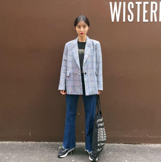 ►格紋西裝外套 這件摩登少女看過TWICE的子瑜穿過同款之後就一直很想買!但有次試穿之後完全驚呆了...這件完全需要像子瑜那樣的女神顏質才能撐起來啊!!