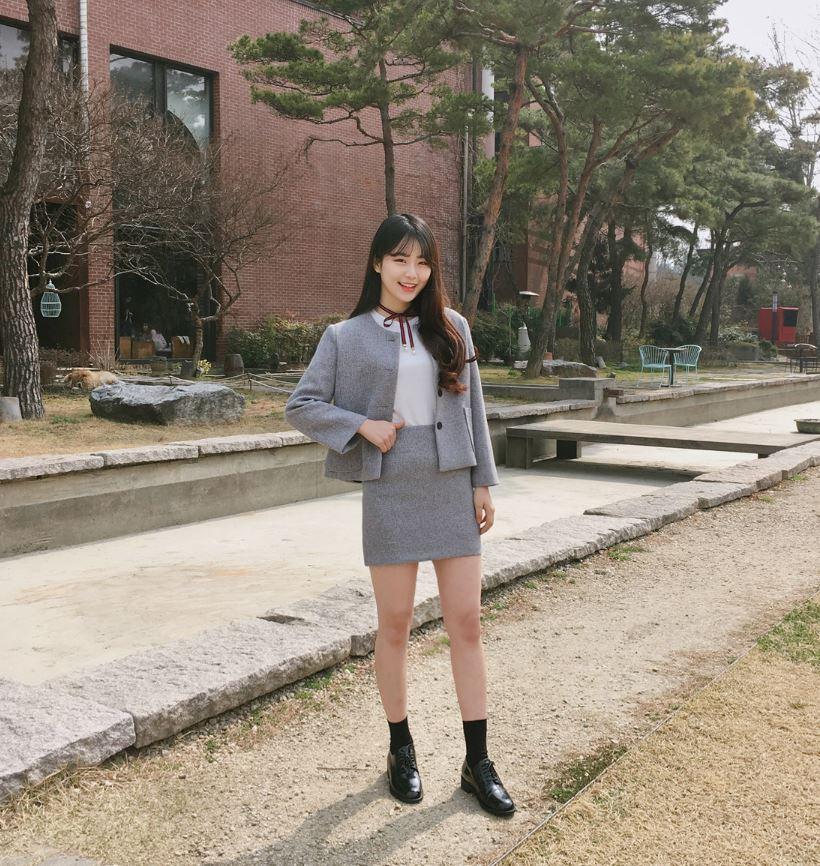 ►復古風上班族套裝 最近韓國瘋狂大流行復古風,滿街都是像這樣的正裝洋服!但是這樣穿起來完全老至少10歲不是嗎?就連上班族摩登少女也從來沒有看過身邊的同事這樣穿的啊!