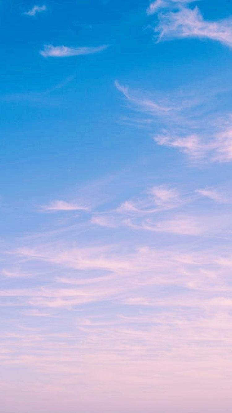 淡淡的藍粉漸層感也好夢幻!