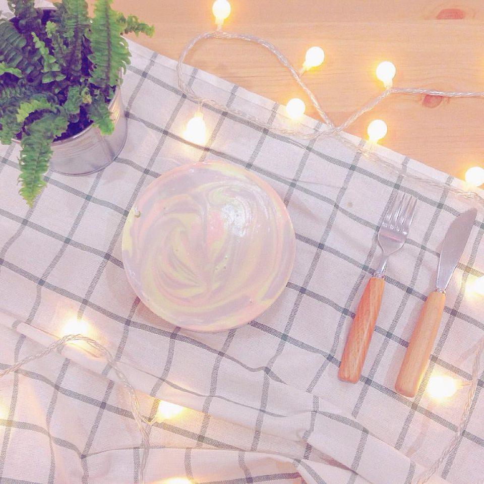 ▪ 小島日和 宜蘭縣羅東鎮中山路三段208號 這家在上次的花牆咖啡廳也有介紹到,但是大理石紋生乳酪蛋糕可是他們家明星限量商品之一!夢幻淡色的漩渦紋路有別於大理石同方向的線條樣式,生乳酪蛋糕是他們家只在每周五六日限量推出的限定商品,平日想去還買不到呢!!