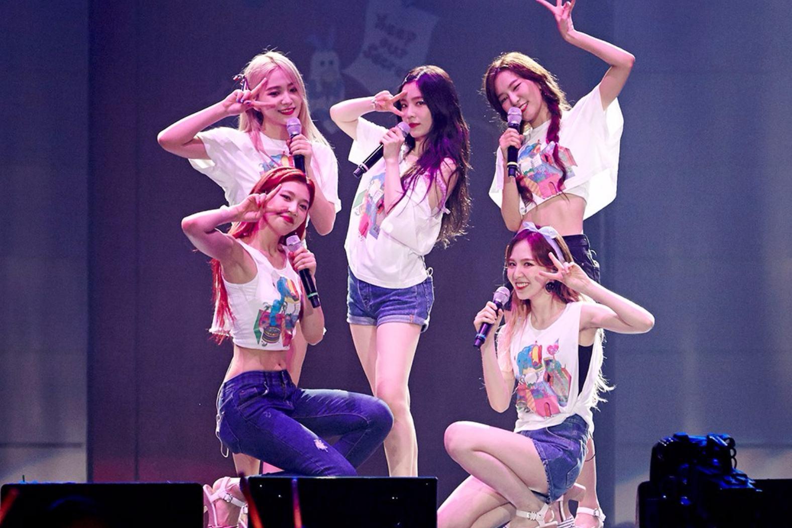 #3. Red  Velvet 7票 而SM家的女團中,過往一直排名前三的少女時代在路人街訪中小幅下滑,不過師妹貝貝們的排名卻衝了上來。而且可能有些粉絲還不知道,在三大社中的四代女團只有Red Velvet在日本還沒正式出道,有這樣的成績,可以說真的很威啊!