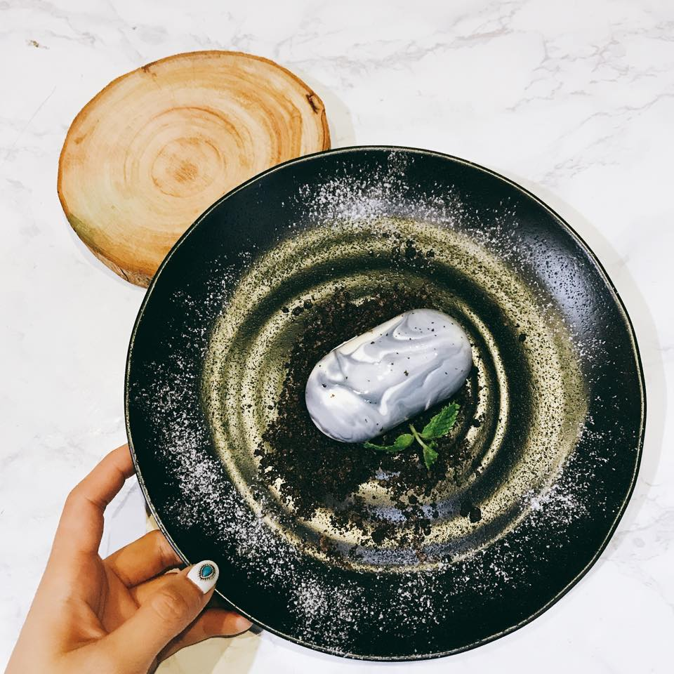 這樣大理石鏡面蛋糕的紋路也非常不一樣~居然是波浪花紋!!這完全不像食物是藝術品啊!