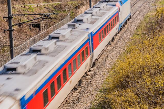 【火車無窮花號】  如果是搭乘火車無窮花號直達慶州站了話,下慶州火車站之後,就可以直接搭乘10、11路線公車至各大景點,會比搭乘KTX到新慶州站來得方便許多。  小編提醒:搭乘火車無窮花號須先在釜山搭乘地鐵到「釜田站」再走路8分鐘到「釜田火車站」,或是也可以選擇到「海雲台火車站」,轉搭火車無窮花號。  ▶︎票價:成人單程韓幣6700 ▶搭乘時間:約1小時45分鐘