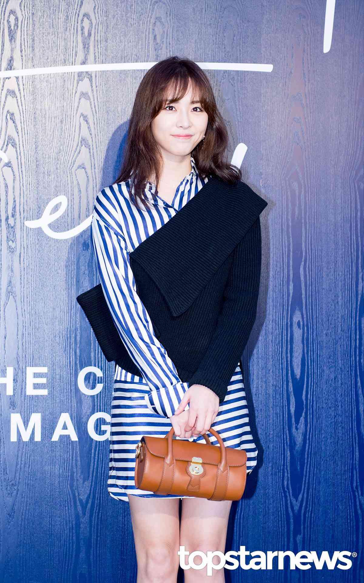 尹素素 李沇熹飾 在熱愛法國且在法國留學的她,為了學費和生活費決定開始當起導遊,在法國帶韓國旅行團出遊。