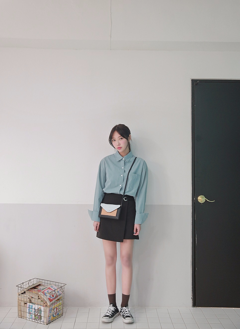 ►DARLLYSHOP  長袖襯衫 原價₩42,900左右 打折後₩11900 襯衫絕對是女孩衣櫥內必備的單品!怎麼搭都好看而且還有種文青氣息,想要迷倒男生就不能沒有啊!這件長袖襯衫打完折的價格只要台幣316元,是不是跟韓國地下街的價格一樣啊?