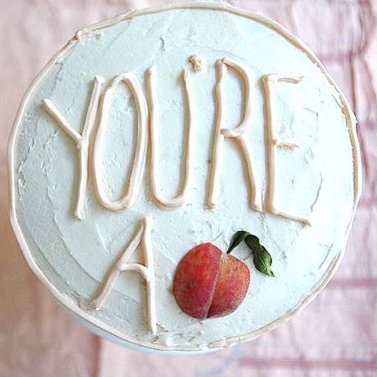 前不久,雪莉更在IG上傳了歡慶出道12周年的蛋糕!! 同時也感謝粉絲對她的支持~~
