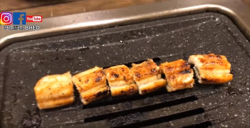 鰻魚大人烤好的成品... (口水滴下來了...