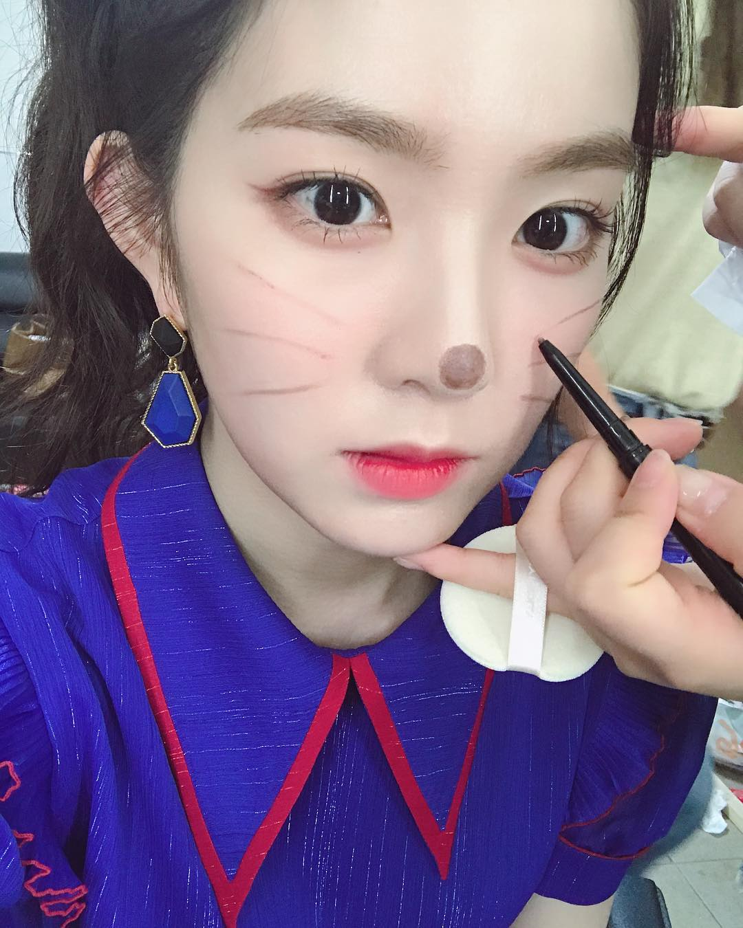 #Red Velvet Irene Irene不只容易受到驚嚇,怕動物、怕水又怕高,而且還怕生的她,難怪會想要待在家裡啊!(Irene是有名的宅精靈之一)