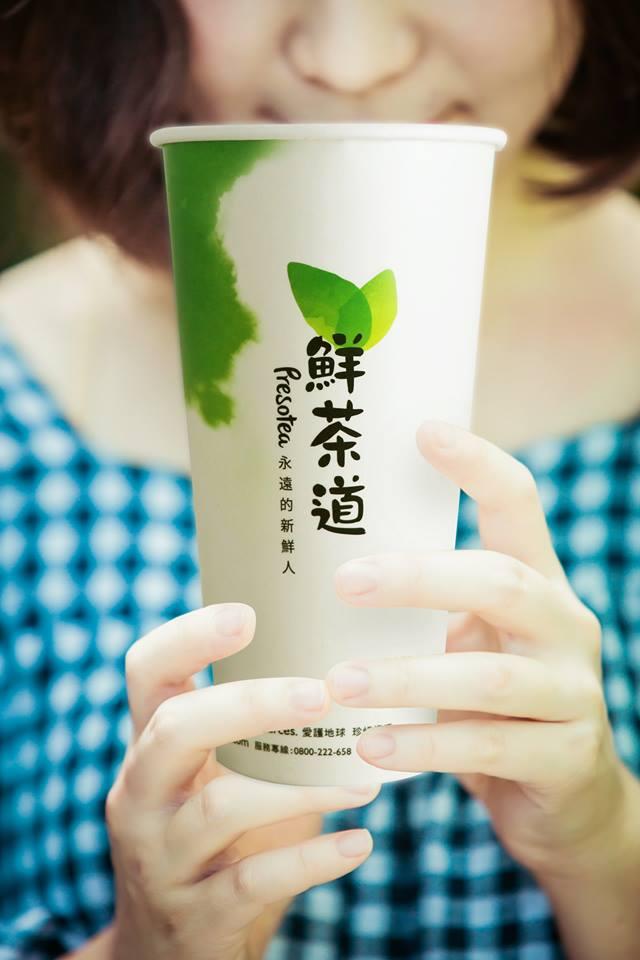 ☞ 鮮茶道-阿里山冰茶、熊貓珍珠烏龍奶茶 多喝茶葉其實內含的兒茶素對身體很好,愛喝茶的朋友也可以去試試這家~鮮茶道的茶會比較邁是因為,他們都是現點現沖的茶葉包所泡的!!這樣的茶才不會有氧化的疑慮,對身體會更健康~所以他們家的茶葉類都很推啦~