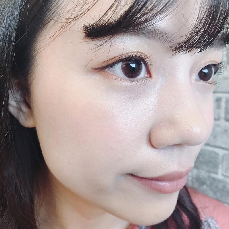 先來看看使用前的樣子,歐膩的臉頰沒什麼血色,嘴唇也是XDDD