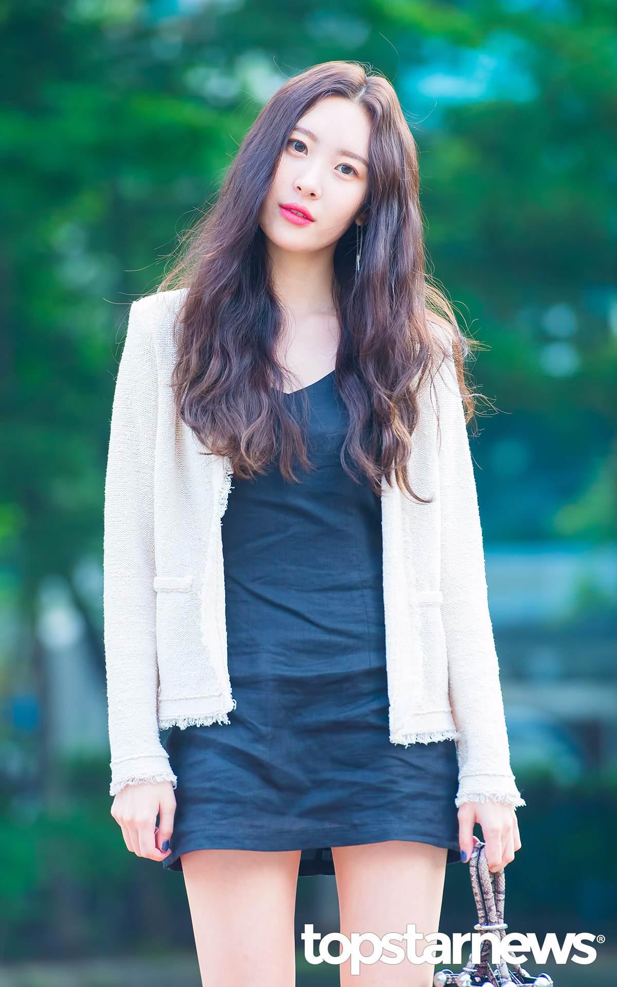 再加上Sunmi的身材可是女生也稱羨的完美比例,白皙的皮膚根本再加分啊!!!!!