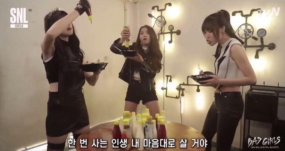 成員們的表現非常放的開,絲毫沒有女團的偶像包袱讓粉絲驚呼大開眼界(驚!!!)