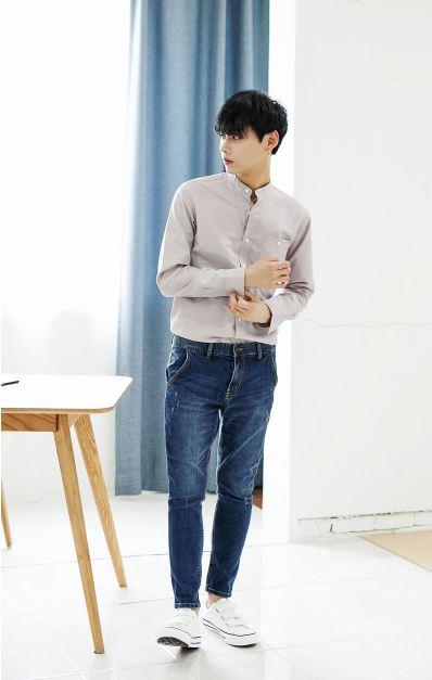 *解袖子的鈕扣 這個動作就是有一種紳士感!很多韓國偶像團體也會在舞蹈中加入這個動作大家有發現嗎?(其實少女時代的Mr. Mr.舞也有)