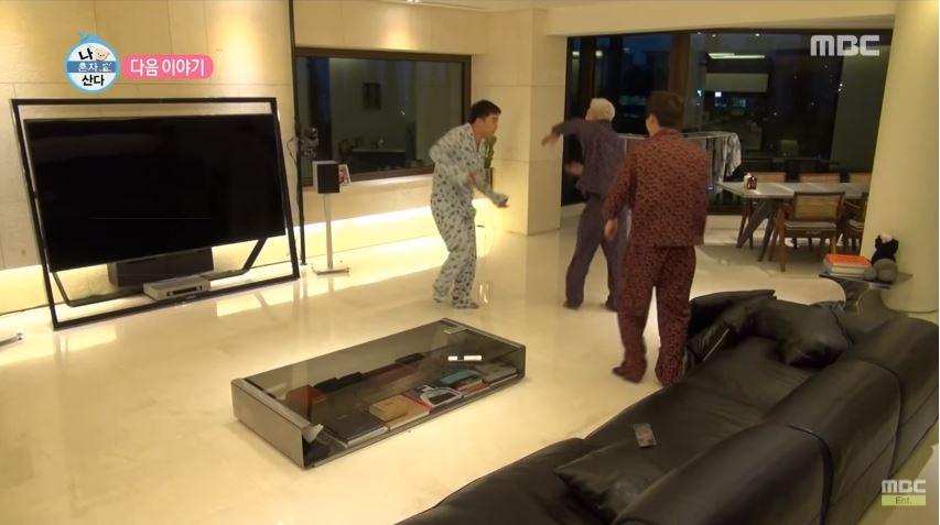 就連一台電視都要近台幣500萬,明明一年有一半的時間不是在飛機上就是在演唱會後台,但是家一定要打造的舒適,連不常看的電視都要用到最頂級,就知道BIGBANG成員的財力有多驚人