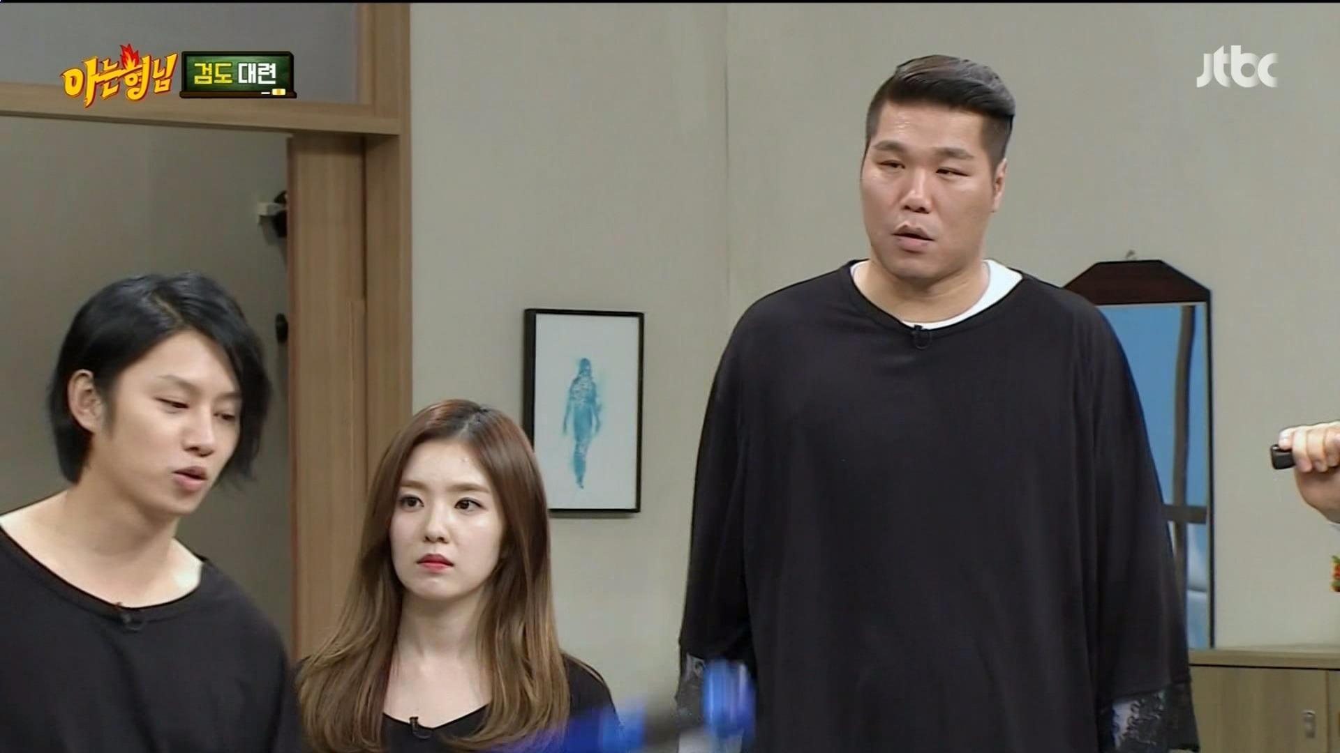 站在有207公分的藝人徐章勳旁邊,只拍得到上半身的Irene更是瞬間有來到巨人國的感覺