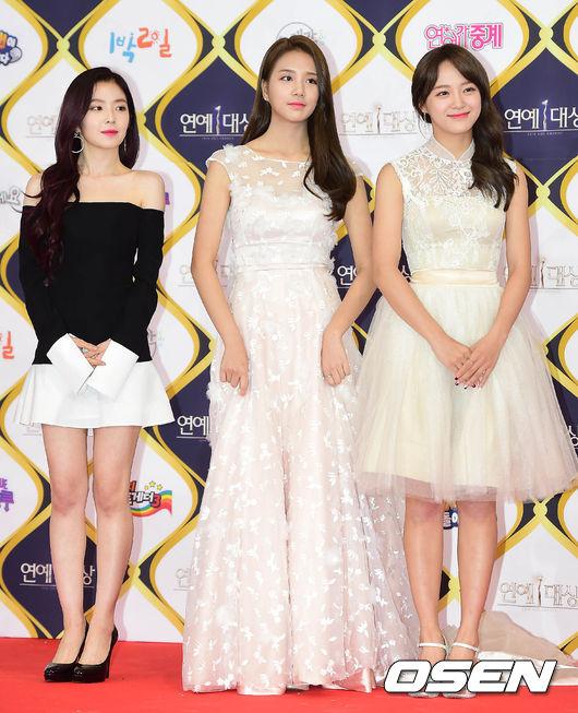 不過雖然Irene站在女偶像身旁也是看起來小小隻…