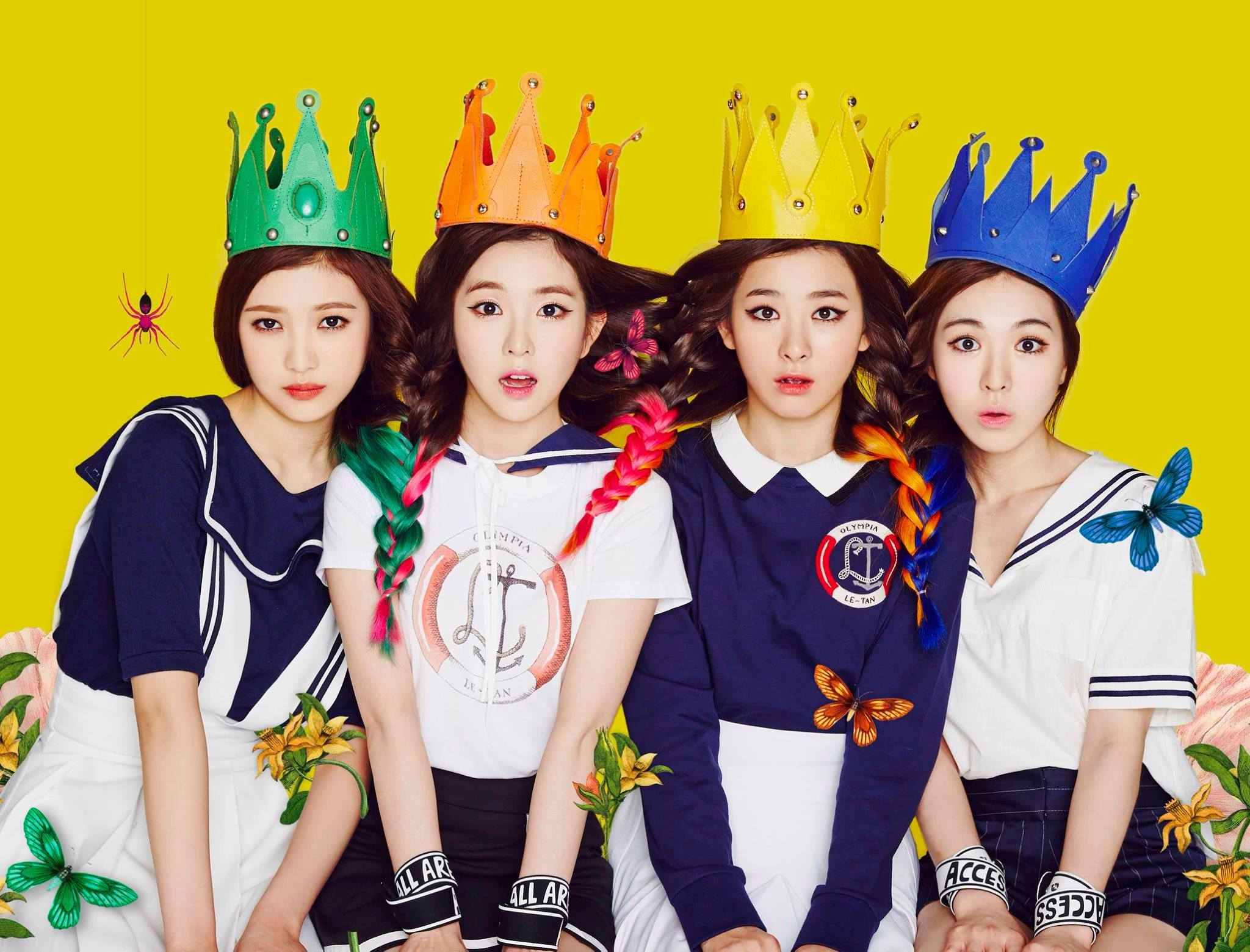 目前最有可能的就是《Happiness》時期的這張照片,其他4位成員頭上都有王冠,而當時Yeri還未加入,當然也就沒有王冠啦~~~(當然只是猜測)