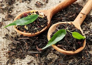 裡面添加了黑茶、能夠改善鬆弛的肌膚,完全就是粗毛孔的救星啊!另外還有24種天然的植物成分,不僅改善毛孔,還能夠保濕、鎮定、保護肌膚呢!尤其是裡面添加了6種天然精油,就算你是敏感性肌膚一樣可以安心使用,是不是覺得超強啊!