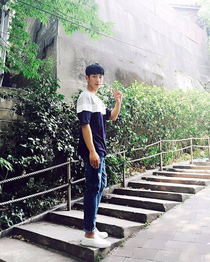 韓國男生在大家的印象中各個都擁有180公分以上的身高,修長的腿,巴掌般的臉蛋,不過...這只是偶像劇所製造出來幻想的泡泡而已