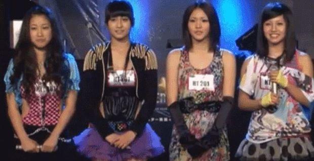 6年前14歲的MOMO(左2)曾經參加SUPER STAR K3 舉辦的日本海選,MOMO的親姐姐(左1)當時也一起參加了,很可惜的是MOMO以及姐姐最終沒能入選...