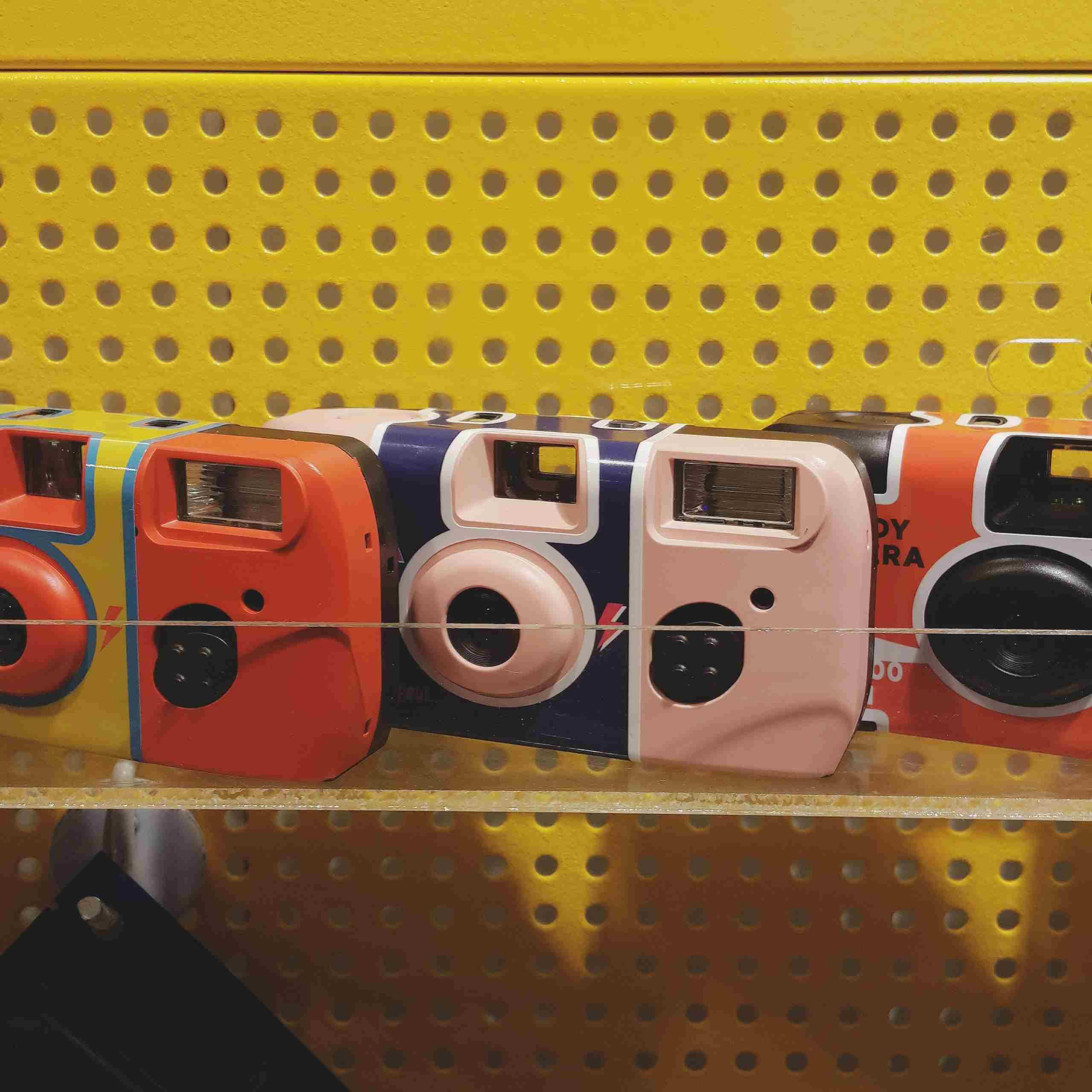 並且只在pop up store這裏販賣喔!halfhalf的pop up store位於新村現代百貨uplex的B1樓(Aland對面),將擺放一個月只12月中上旬!