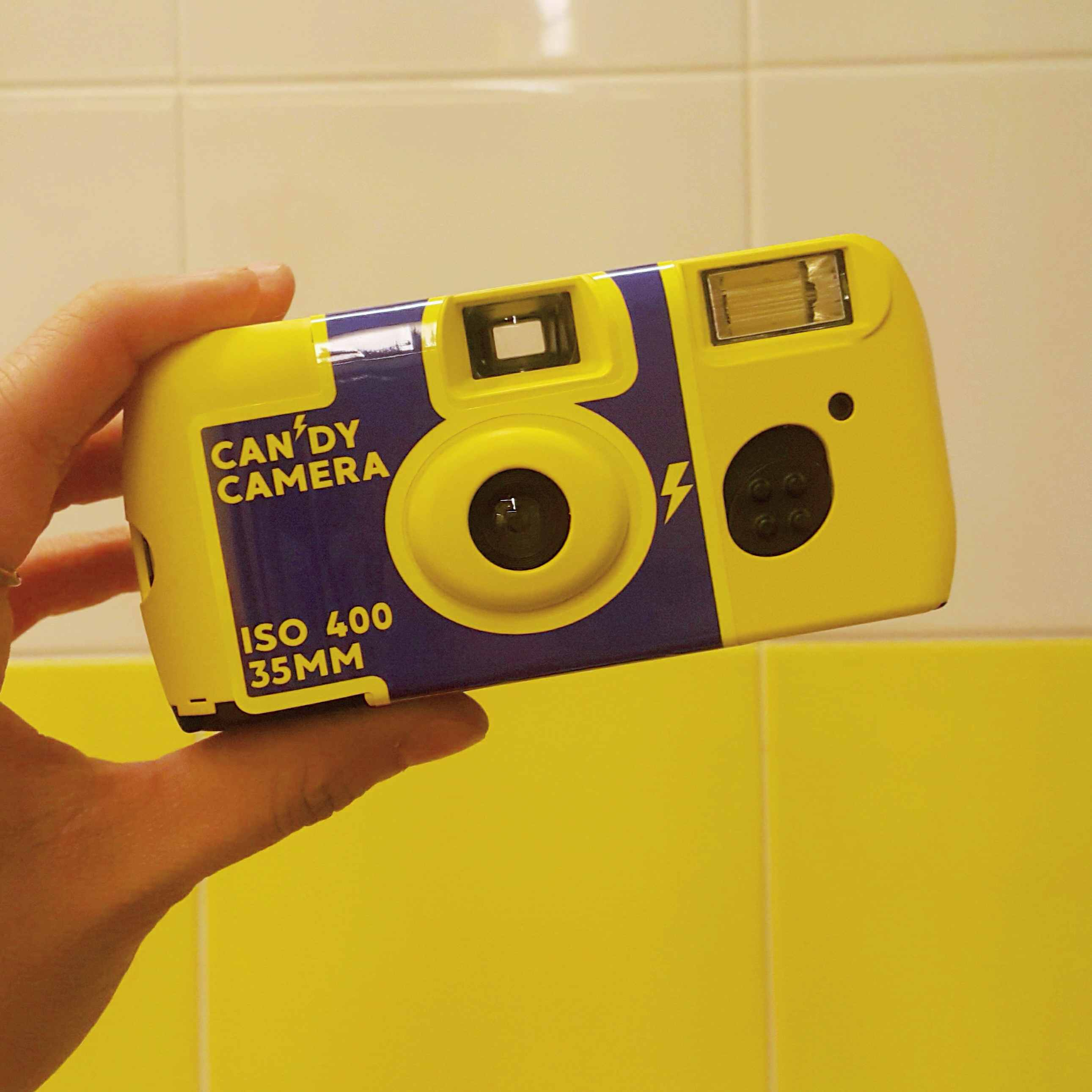 不想跟別人一樣都是用黑漆漆的相機?想要特別一點嗎?快去選購糖果昔膠卷相機吧!