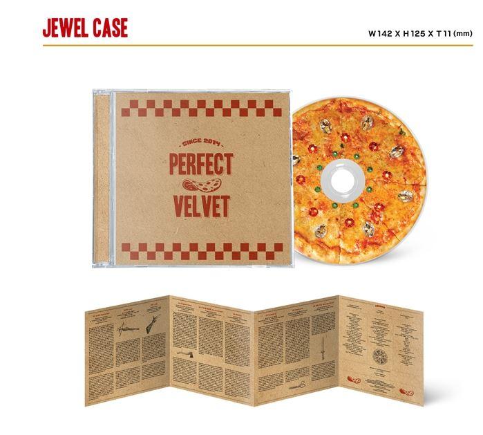 因為可怕的專輯外,裡面竟然有讓人意想不到的可愛反差,不只cd外盒做成了仿披薩盒,就連CD都很幽默的設計成了披薩,也難怪公開專輯情報,特別的造型就造成話題