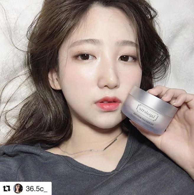 洗完臉後趁皮膚還有水的時候塗抹 就會在肌膚表層形成一層保護膜 趁睡覺的時候把皮膚保濕力加到最大!