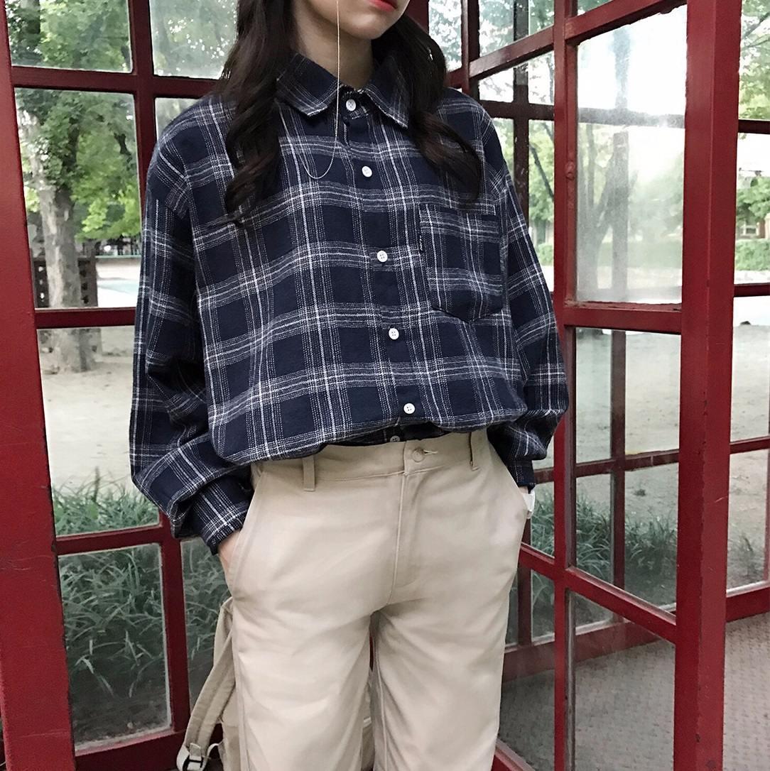 #襯衫 硬挺材質的襯衫是小胸的好朋友,但是要是選擇較軟材質的襯衫,則是很容易看出來你胸前真的沒有什麼肉,平平的感覺呢!