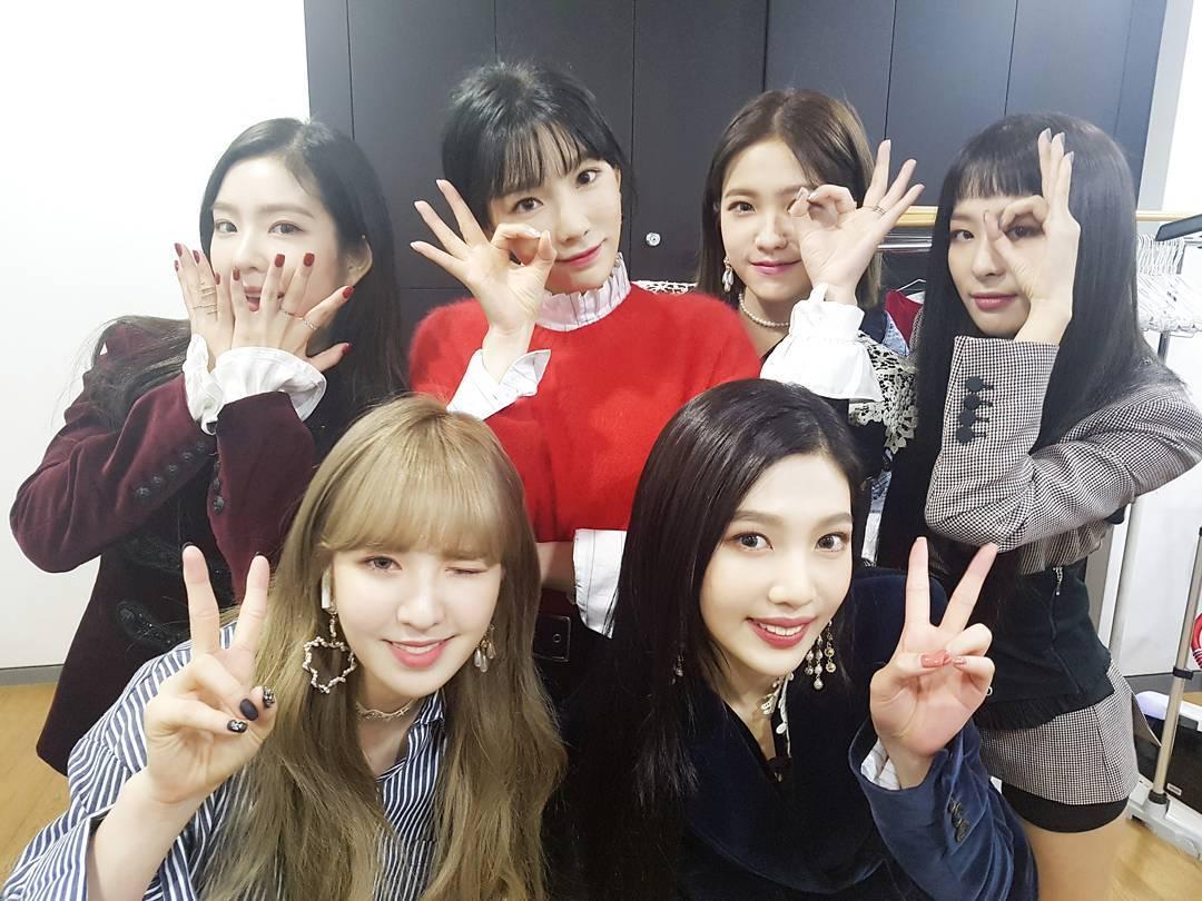 Red Velvet舉行了回歸記者會更是請到大前輩太妍來助陣,貝貝們一直都是太妍的粉絲,這次能請到太妍來當MC貝貝們應該都很開心吧,也讓人看到同門師兄妹的好感情!