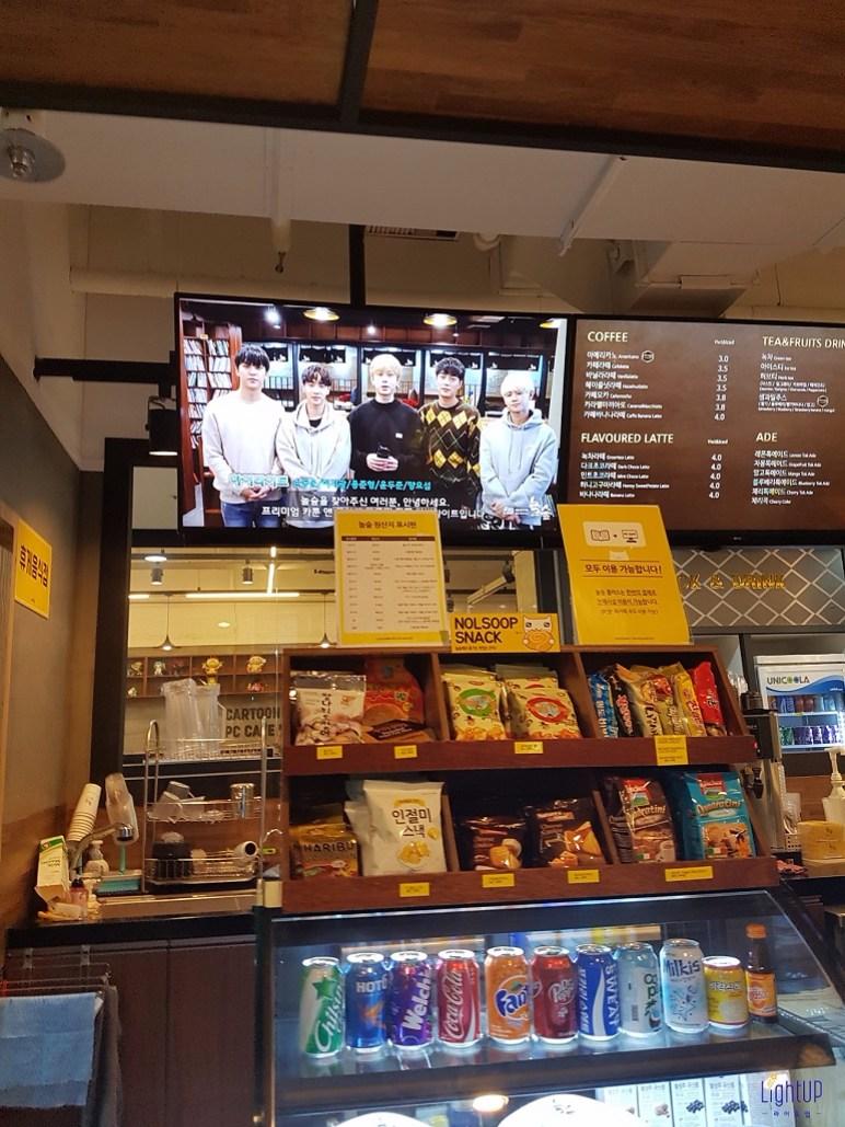 點餐櫃台還有Highlight陪著你點餐~  聽到迷人嗓音都沒辦法專心了  只想抬頭看社長們♥