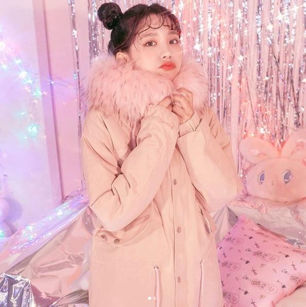 #春麗頭 雖然我們看韓國網拍的女生綁春麗頭超可愛,但是正因為可愛過頭,所以一般人綁的話很容易被白眼啊XDD而且如果妳臉很圓的話,綁起來也會很像米奇......XDDD