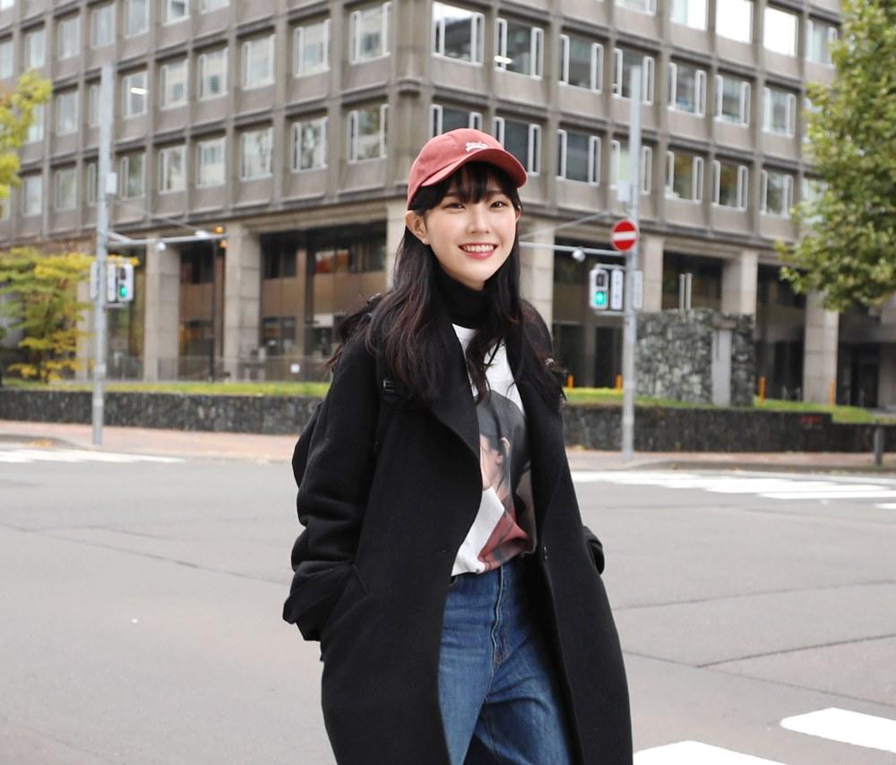 棒球帽或是稱為老帽是一個非常方便又好做造型的一項單品,偽少女自己平常也超愛帶著出門防風又有型!但是這麼好用的單品可不能每次出現都是只有一號造型啊!