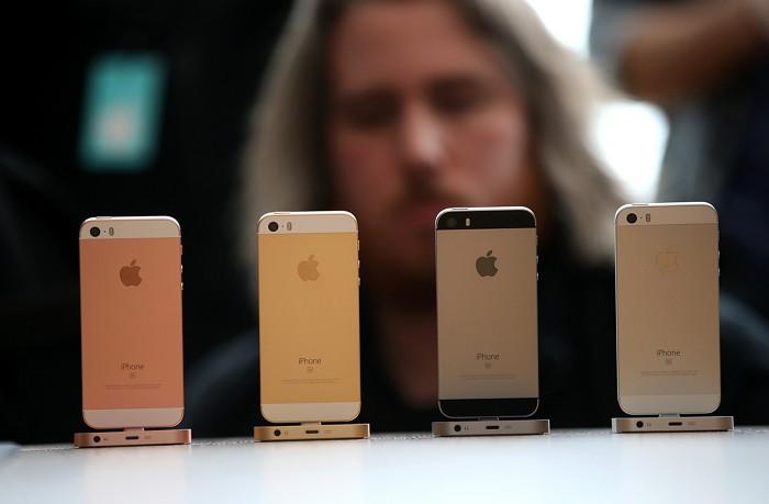 23日美國媒體CNBC報導 明年上半期APPLE的四吋iphoneSE2即將上市(預估2018上半年) 打算攻佔新興市場