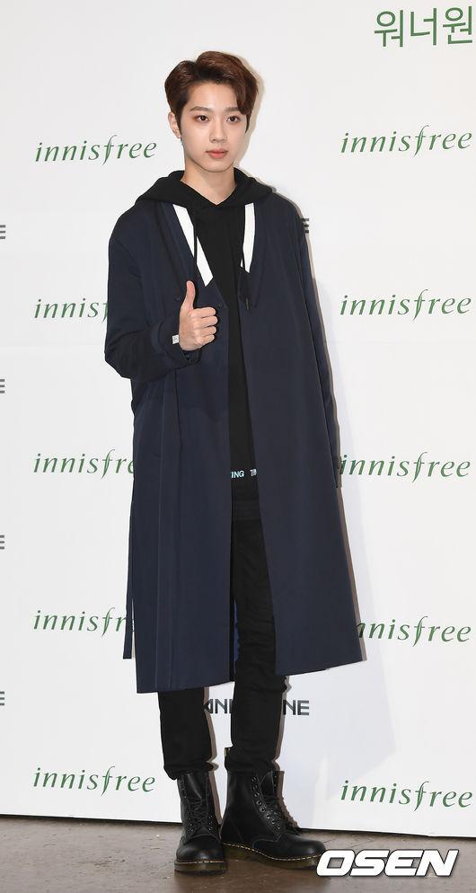 這套大衣也是讓韓媒讚爆 更能顯出賴冠霖的長身