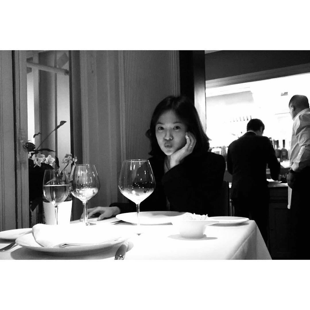 在婚禮結束後兩人也到西班牙度蜜月,宋慧喬也在instagram出照片和粉絲們分享,雖然沒有表明是宋仲基所拍攝的,但可想而知拍攝這照片的人一定是老公宋仲基(笑XD)
