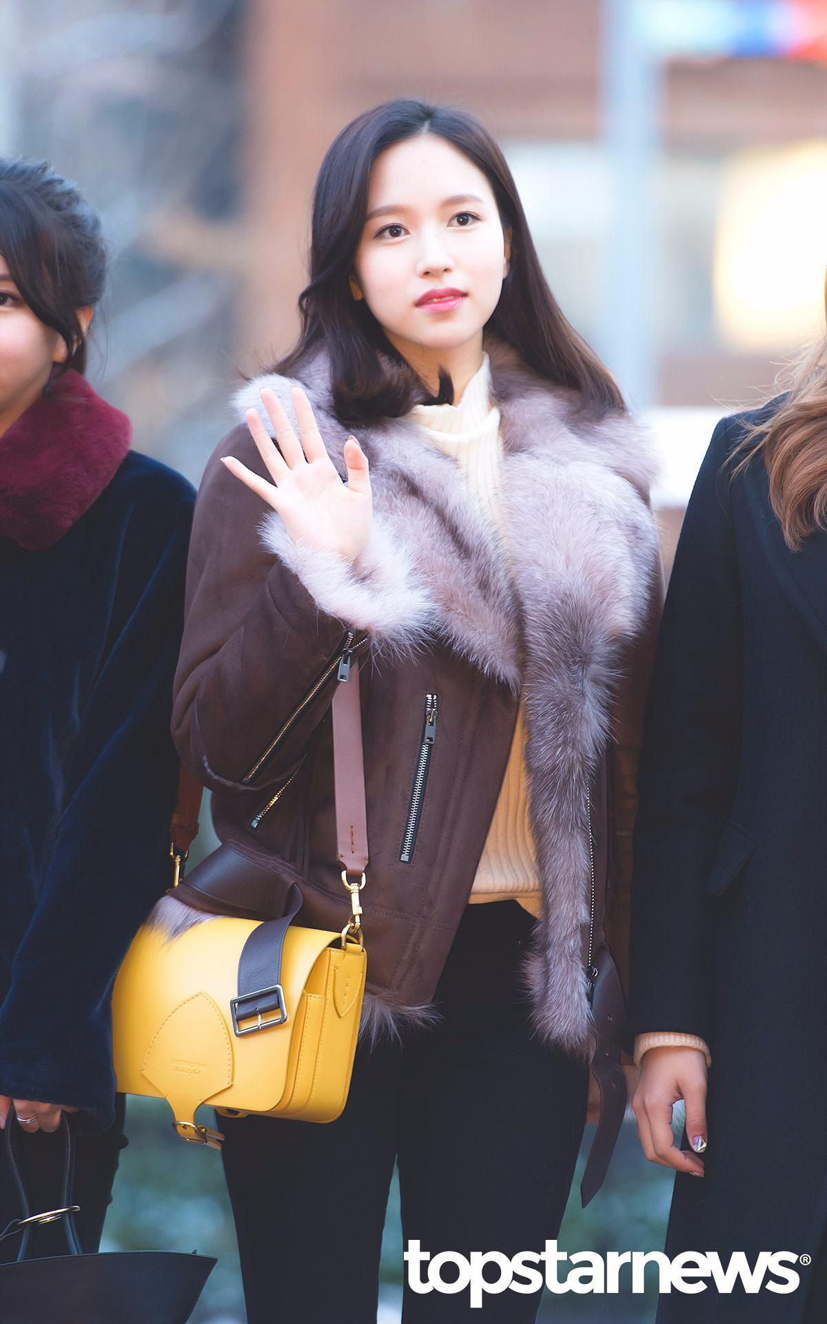 雖然定延看Mina好像受到很大的打擊,趕緊站起來開玩笑說「你們真的很壞欸」,但一旁的Mina卻很猶豫的說了「真的嗎?還是剪掉比較好?」