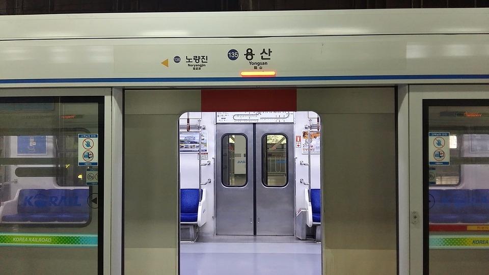 首爾地鐵運營機關即將在2020年開始 禁止首爾地鐵的整形廣告 目標是營造40個沒有整形廣告的地鐵站