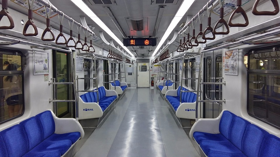 而且明年開始地鐵會24小時營運 對外國旅客更加友善 不用怕搭紅眼班機沒地鐵搭