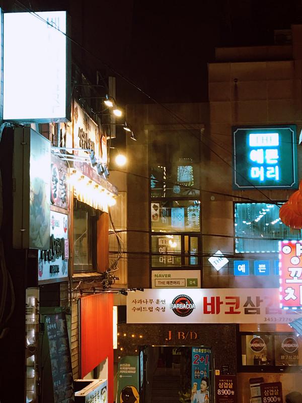 小編也算是吃過很多烤肉店的「行家」了。一般自助店的肉品質相對而言不是特別好,但是位於江南站11號出口的