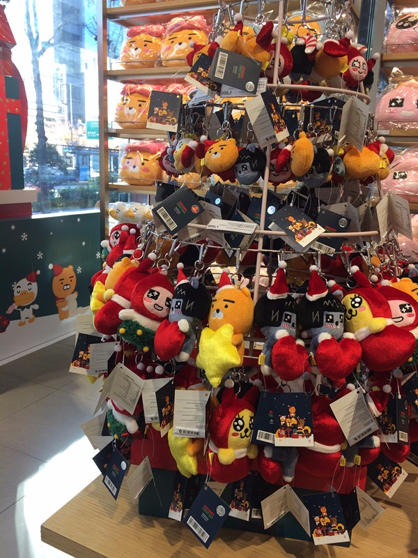 當然最多人購買的小玩偶也全都穿上了聖誕裝束。